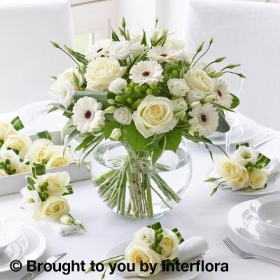 Classical Whites Floral Globe with 4 Napkin Decorations